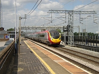 Class 390 Pendolino photograph (Cheddington, June 2005)--click to enlarge